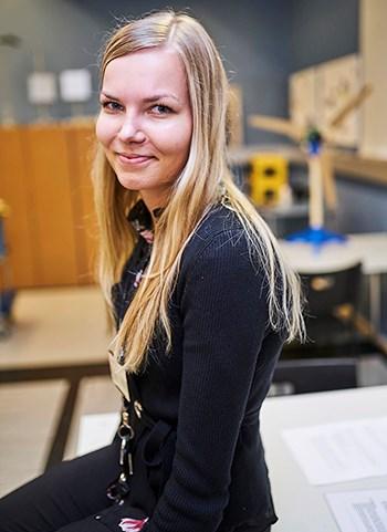 Henkilöstöhallinnon harjoittelija Maarit Kylmälahti on huomannut, että nuoret kiinnostuvat ABB.stä hurjasti, kun he pääsevät käymään yrityksessä.
