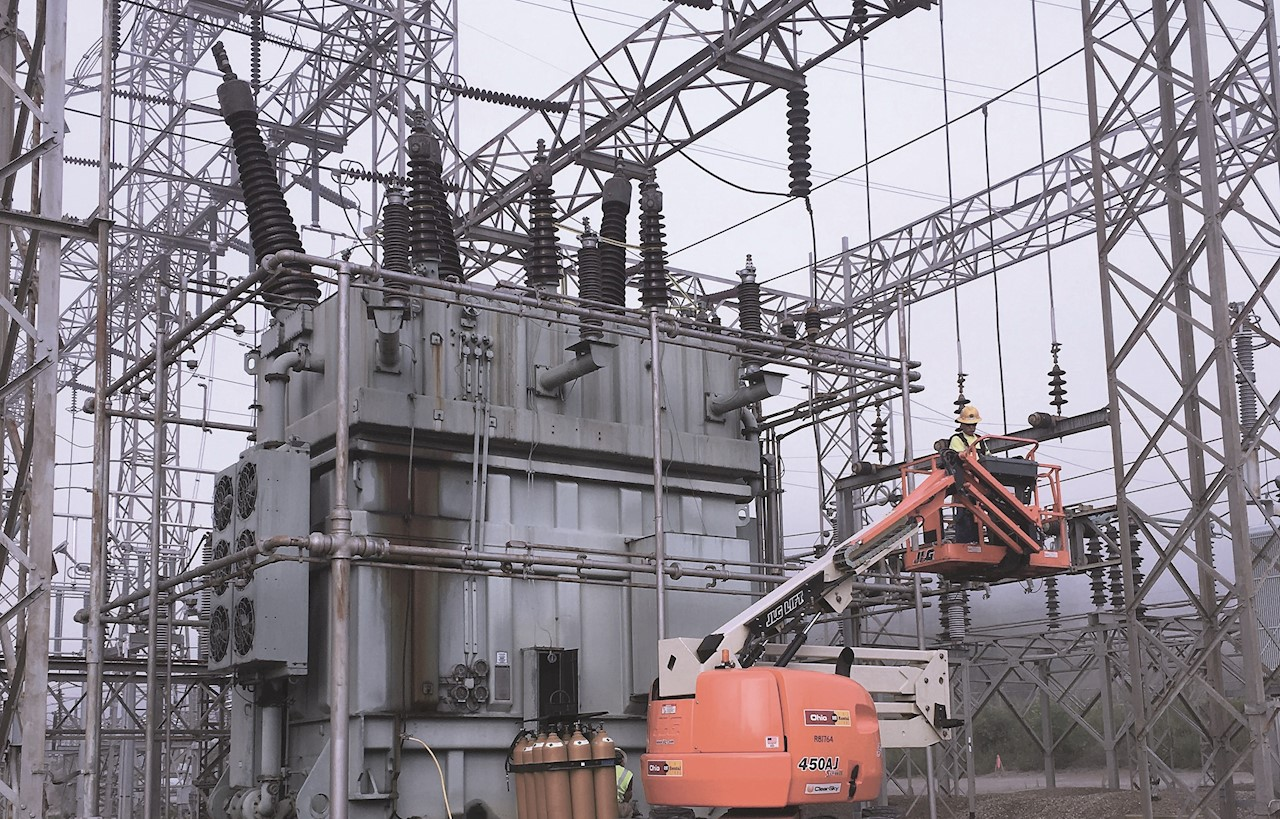 02 TXplore remotely driven robot can navigate freely and safely within a de-energized oil-filled transformer.