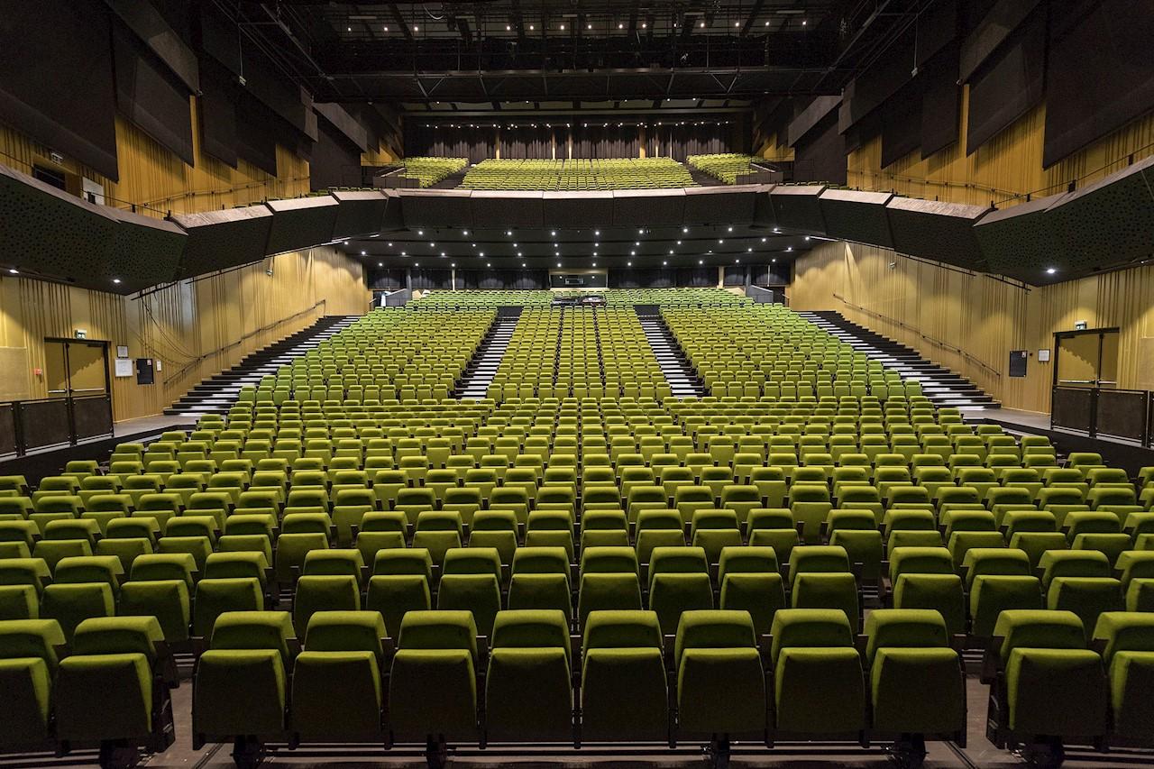 Lyset i Store Sal, der har plads til 1.740 siddende eller 3.000 stående gæster, er styret af KNX.