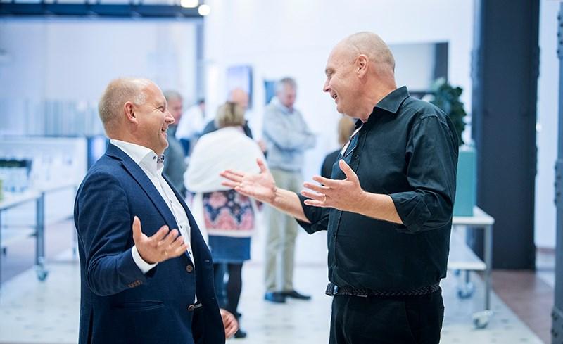 Håkan Strandberg och Anders Källström diskuterar digitaliseringens möjligheter för industrin på Sustainability Circles nätverksmöte i Västerås.
