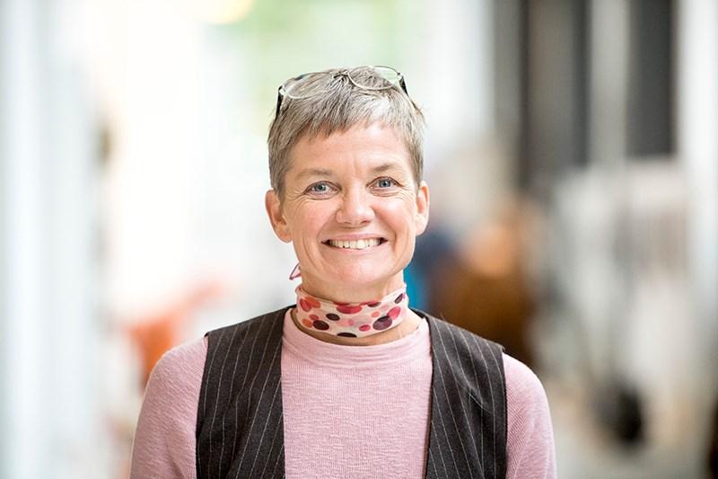 """""""Det har varit en jättebra dag! Den har visat att utmaningarna är desamma oavsett bransch, och därför är det viktigt att vi träffas i forum som Sustainability Circle. Det är lätt att fastna i sin egen vardag. Digitalisering påverkar så mycket, både privat och i jobbet, och vi behöver lyfta blicken. Det gäller att börja smått och smart, men det är också viktigt att vidga vyerna för att kunna skala upp."""" Maria Malmström Ryner, GIS-specialist på Svenska Kraftnät i Sundbyberg"""