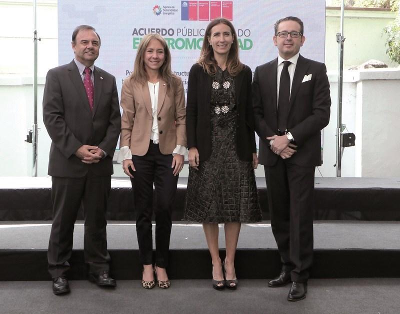 José Luis Domínguez, Subsecretario de Transportes; Susana Jiménez, Ministra de Energía; Carolina Schmidt, Ministra del Medio Ambiente y Marco Marini, Local Division Manager EP de ABB en Chile.