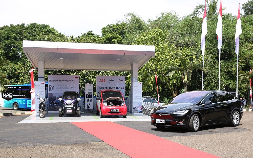 ABB was chosen by BPPT to supply the Terra 24 CJG DC charging station, a cost-effective multi-outlet solution to charge both AC and DC cars in 30 to 120 minutes.