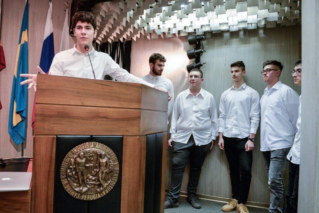 """Alcuni rappresentanti del team SvoltaMo durante la premiazione di """"Storie di alternanza scuola-lavoro"""""""