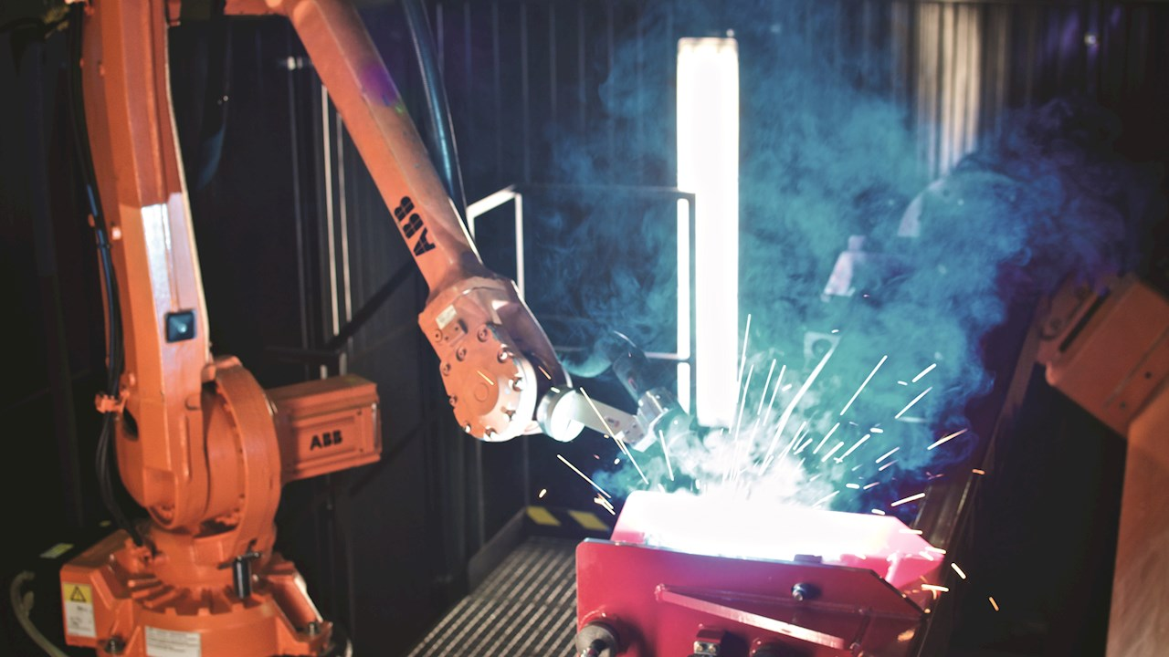 Integrated welding cell helps major agricultural machinery manufacturer to cut production times by two-thirds