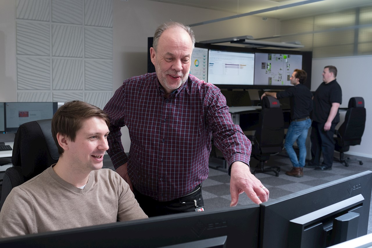 Magnus Uddman, dataanlytiker och Bengt Hedlund, global servicechef för underjordsgruvor. Foto: Kim Norman.