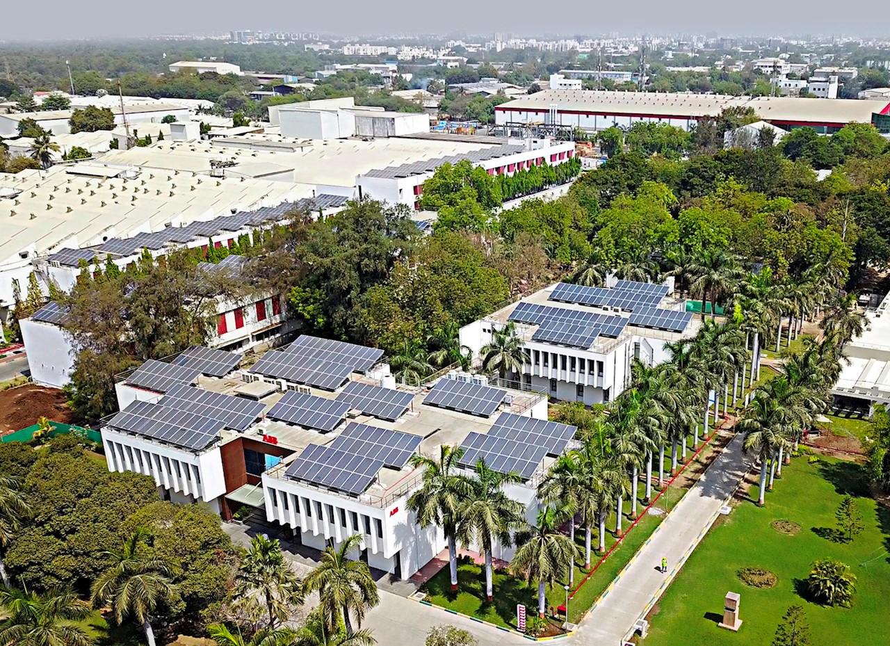 Rooftop photovoltaic field at Vadodara manufacturing facility