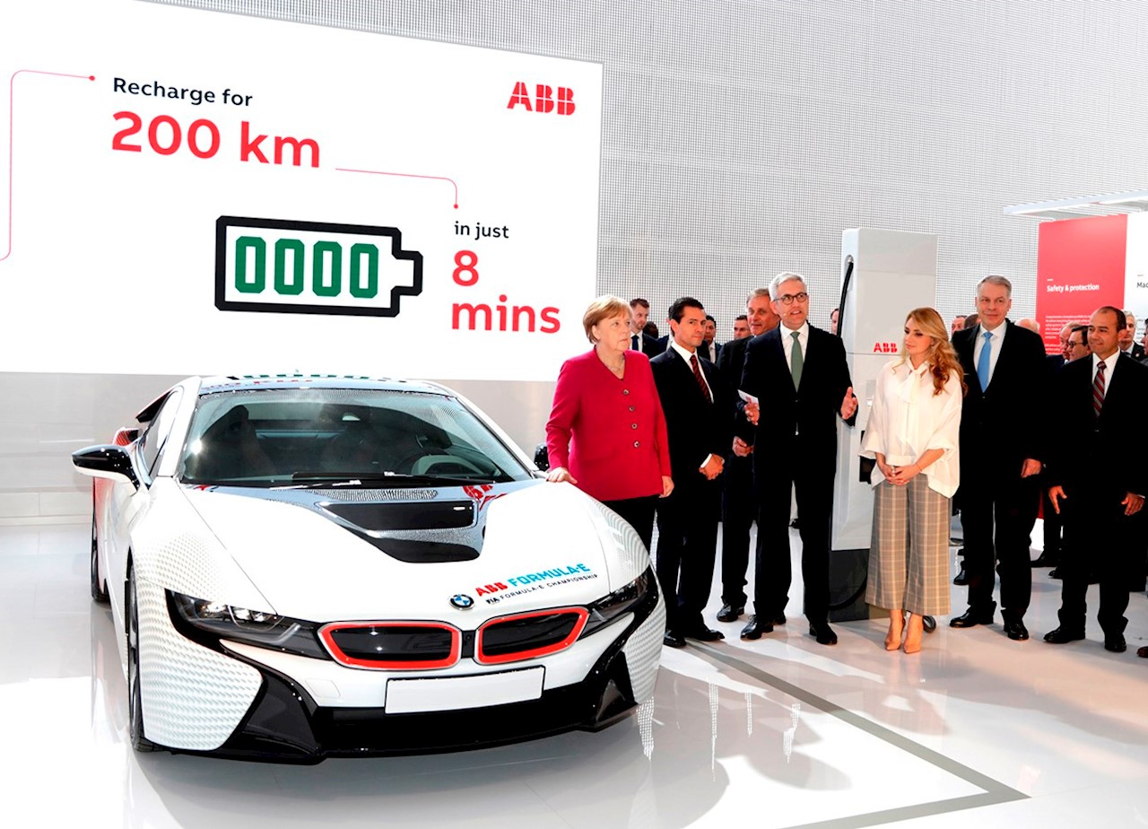 From left to right: German Chancellor Angela Merkel, Mexican President Enrique Peña Nieto, ABB CEO Ulrich Spiesshofer, First Lady Mrs. Angélica Rivera, Managing Director of ABB Germany Hans-Georg Krabbe, Managing Director of ABB Mexico Vicente Magana