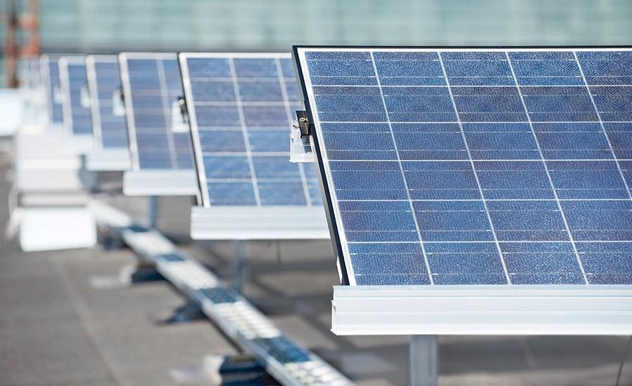 Aurinkovoimalan vaihtosuuntaaja, eli invertteri, muuntaa aurinkopaneelien tasasähkön sähköverkkoon soveltuvaksi vaihtosähköksi. Pitäjänmäen aurinkovoimalaboratorion laajennus valmistuu vuoden 2018 loppuun mennessä.