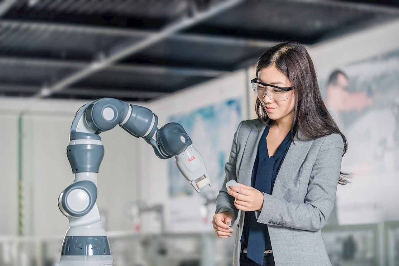 The single arm YuMi robot, ABB's lightest and most agile collaborative robot.