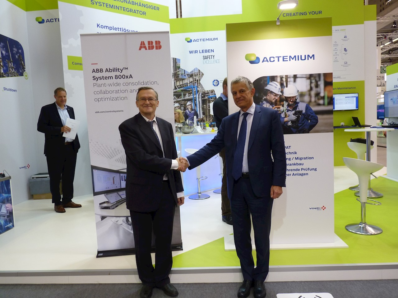 From left to right: Ilpo Ruohonen, Business Unit Managing Director ABB Control Technologies and Bernard Latour, Deputy Managing Director VINCI Energies/President Actemium Brand
