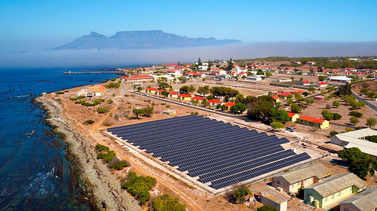 Microgrid technology and battery energy storage on Robben Island