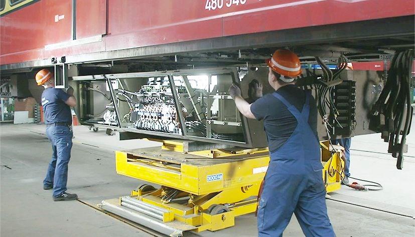 Einbau der ABB-Technik in ein Fahrzeug der S-Bahn Berlin