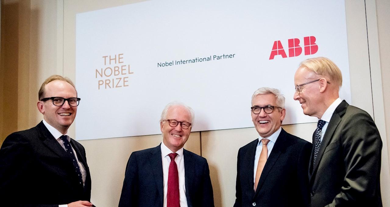 좌측부터 노벨 미디어 CEO 마티아스 피레니어스(Mattias Fyrenius), 노벨 재단 사무총장 라스 헤이켄스텐(Lars Heikensten), ABB CEO 울리히 스피어스호퍼(Ulrich Spiesshofer) 및 ABB 스웨덴 대표 요한 소더스트롬(Johan Söderström).  Photo credit: Alexander Mahmoud