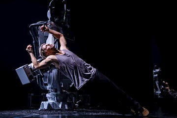 Modern Dance Premiere Is A Delicate Collaboration Between Human And