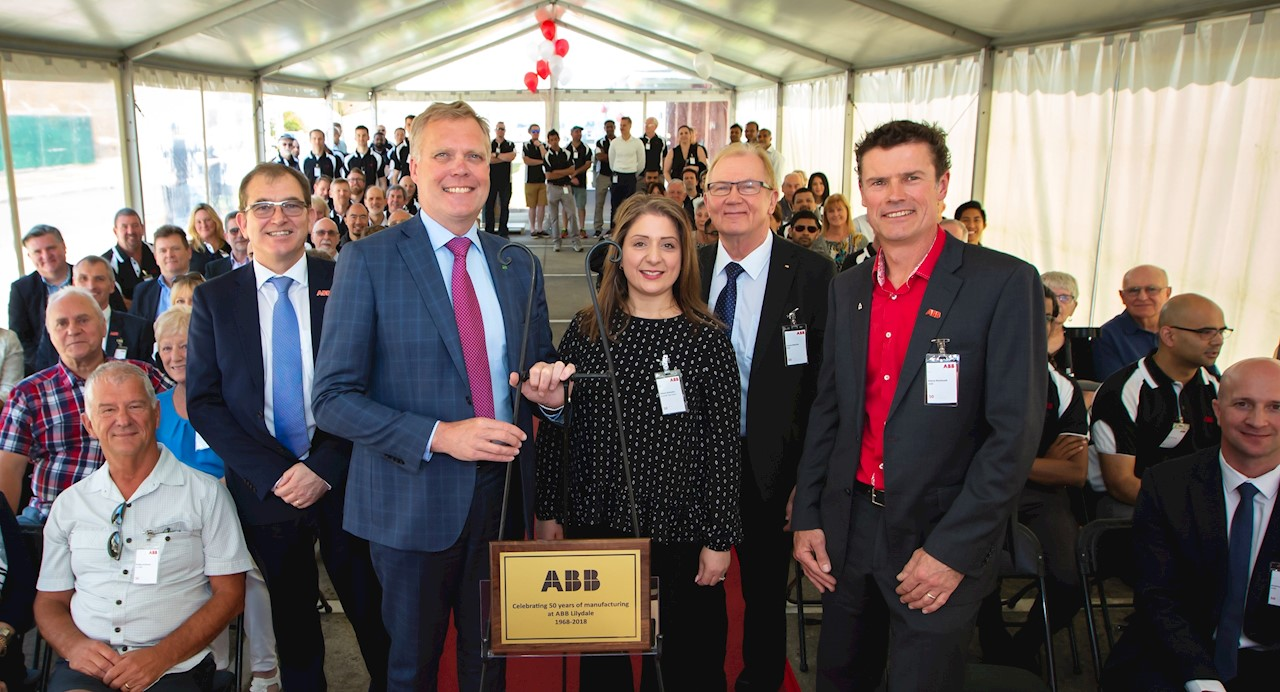 Presented a commemorative plaque to the team at Lilydale to mark this occasion was The Hon. Tony Smith, Speaker of the House of Representatives and Federal Member for Casey along with Tauno Heinola, Managing Director for ABB Australia