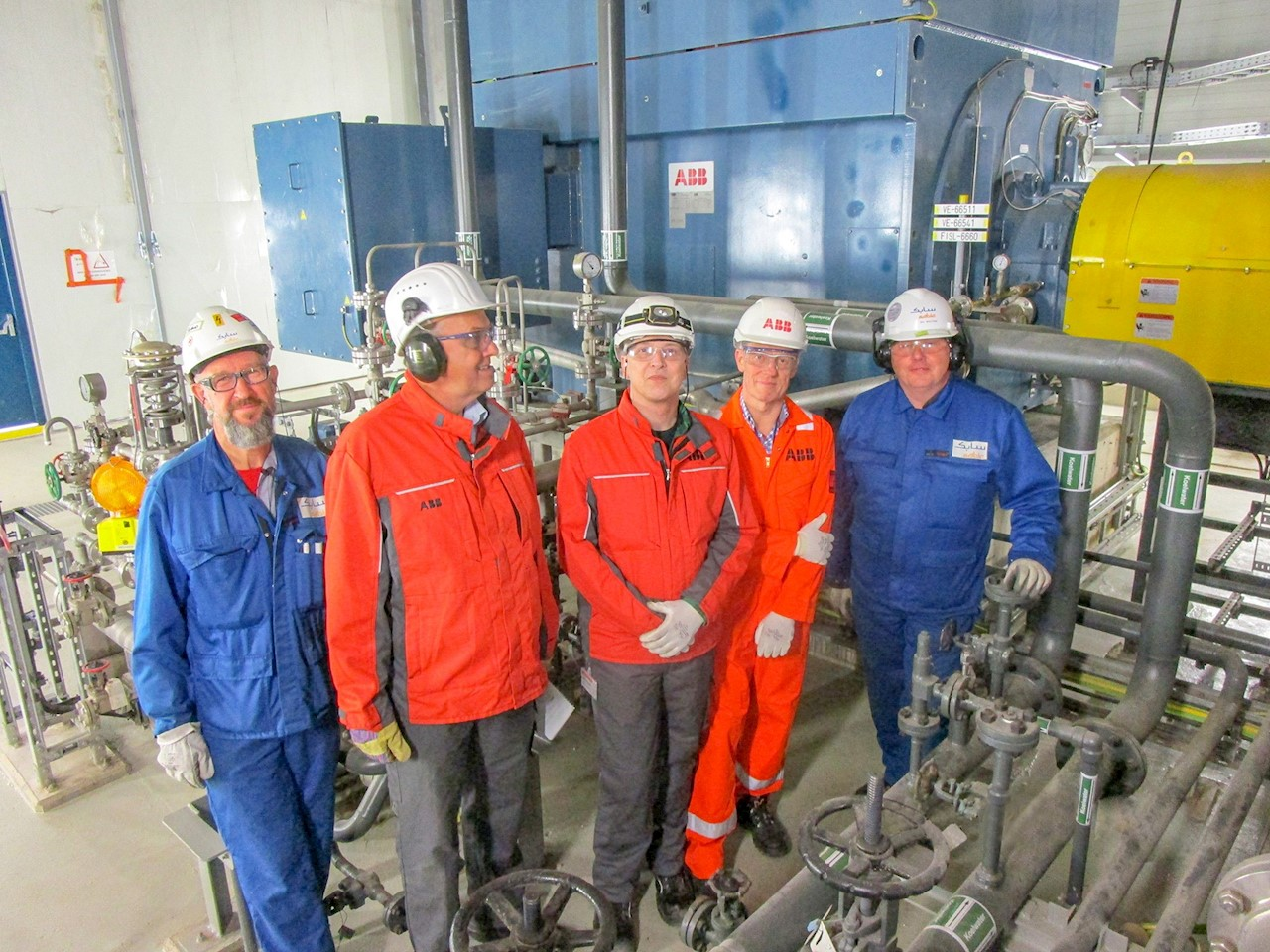 De gauche à droite : Roland Thijssen SABIC, Jan Post ABB, Danny Somford ABB, August Zaal ABB et Ivo Wouters SABIC