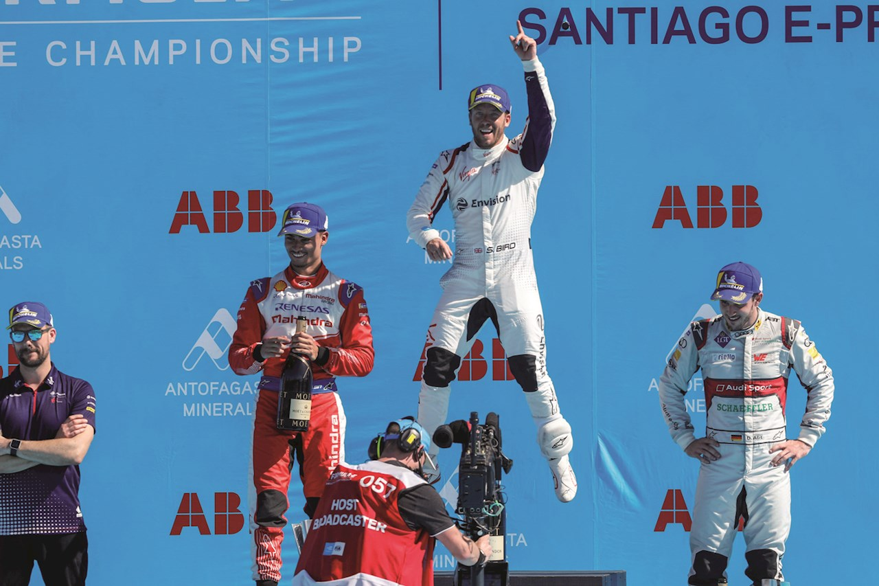 Sam Bird, piloto británico de Envision Virgin Racing, celebrando su triunfo en el E-Prix Santiago 2019.