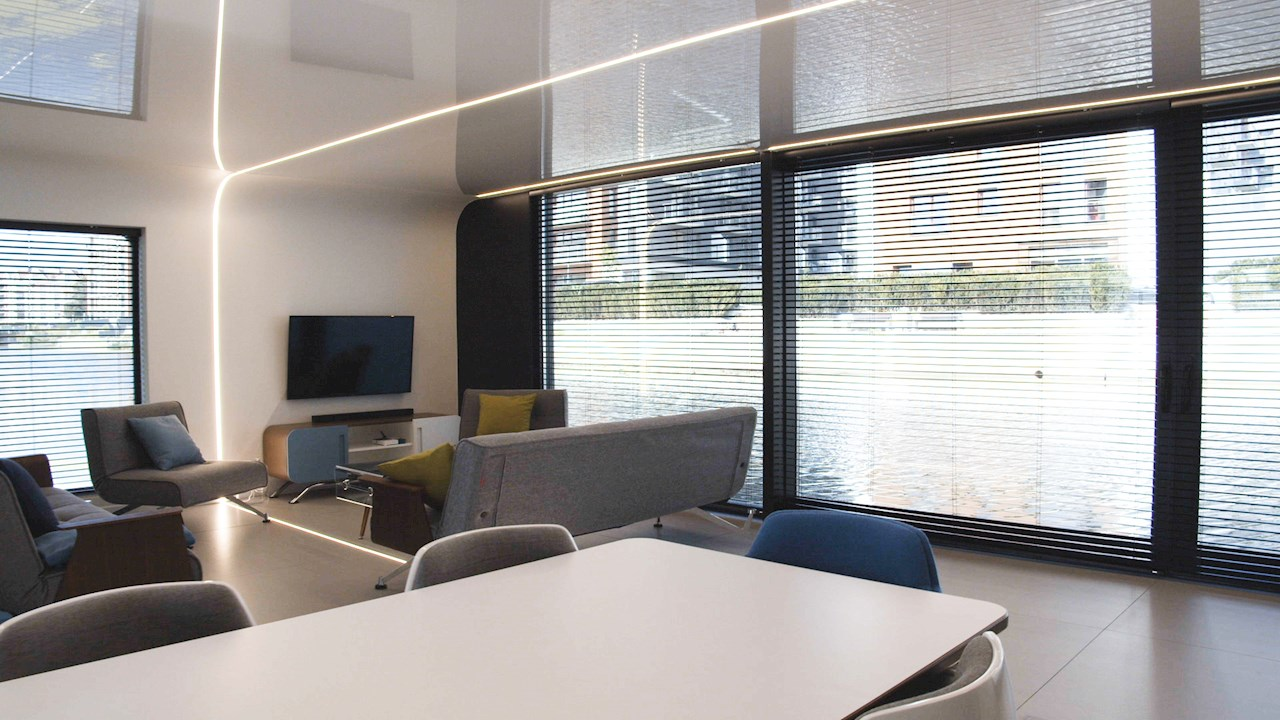 Az ABB intelligens vezérlőivel kialakított úszó lakás.