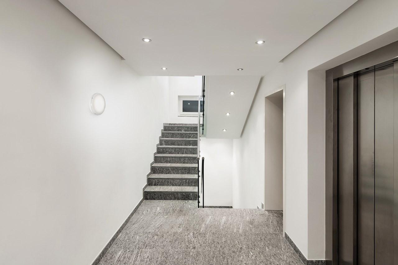 Decoled speciaal bedoeld voor trappenhuizen, hallen en gangen