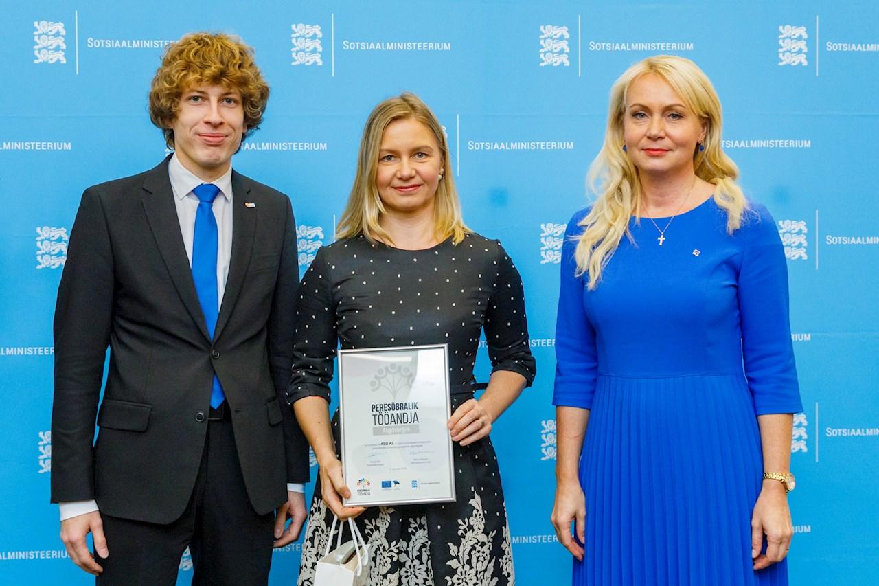 Ly koos ministrite Riina Solmani ja Tanel Kiigega.