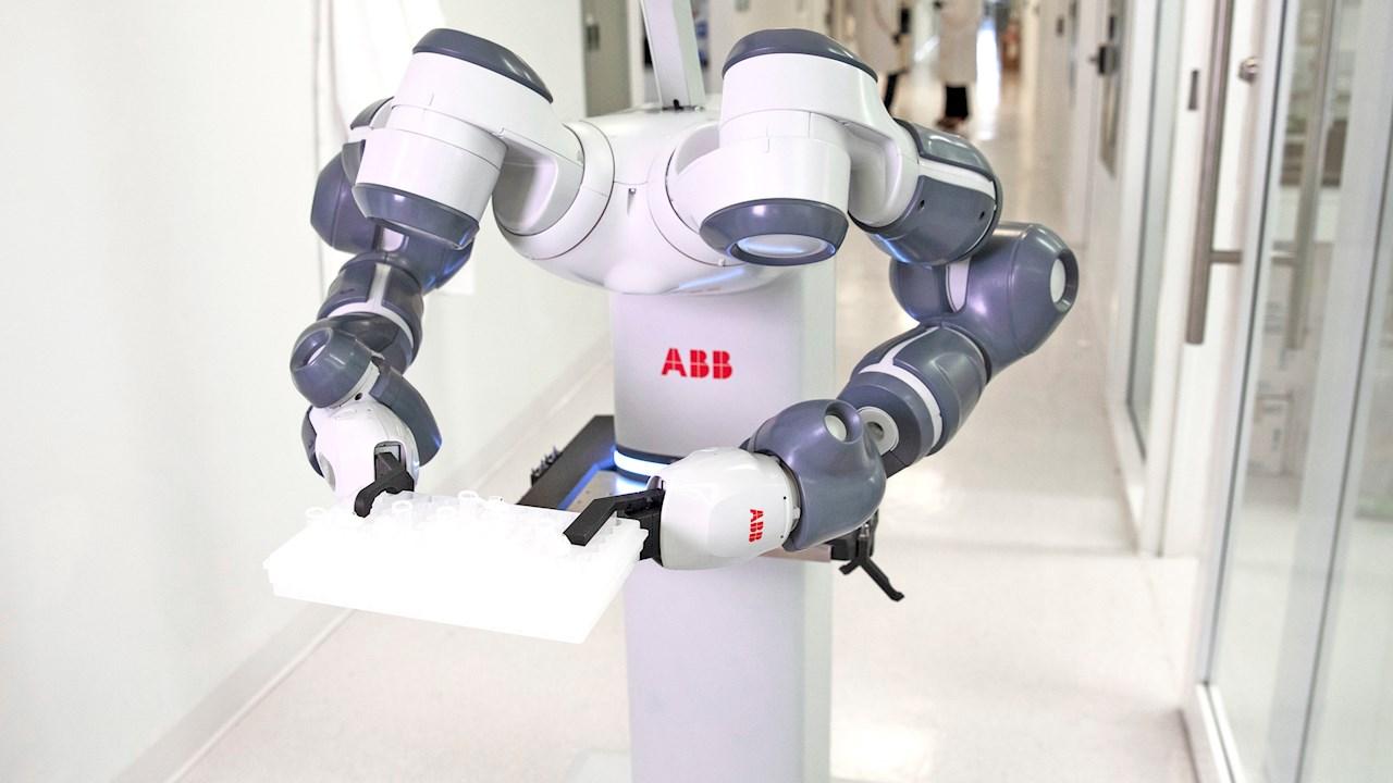 ABBは、「未来の病院」のためのモバイルラボラトリロボットの概念を実証します