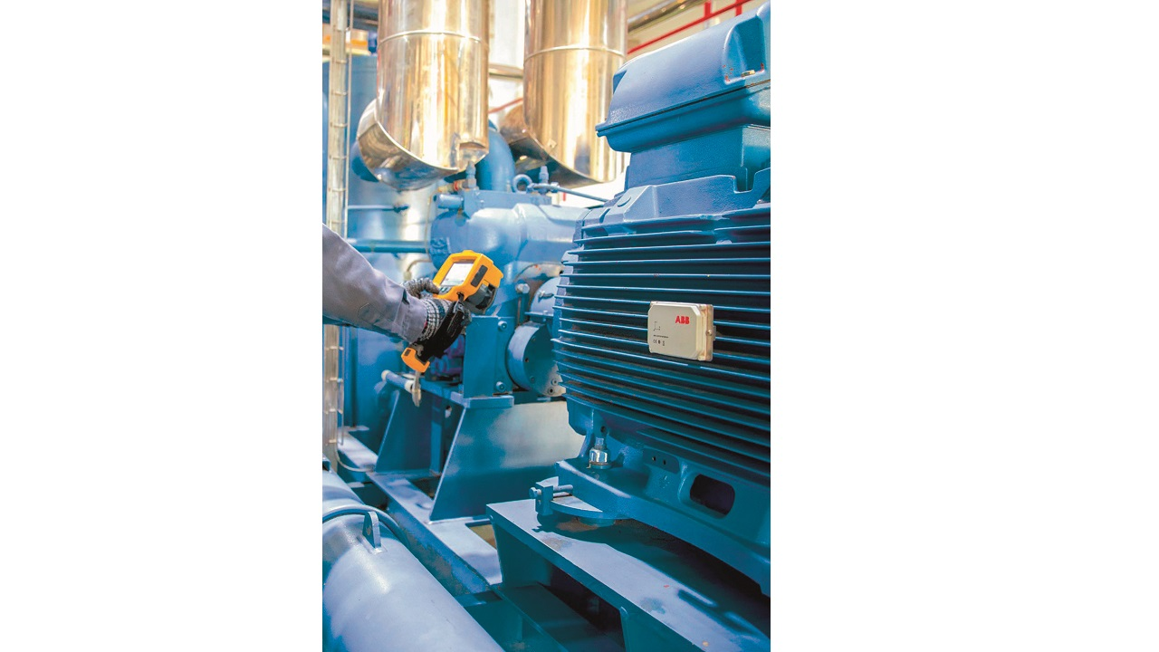 05 The agricultural company Olam International is reducing motor downtime with Smart Sensors from ABB. Here, the Smart Sensor is mounted on a motor in an Olam facility.
