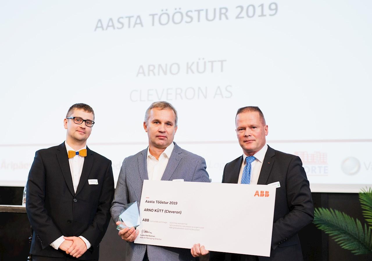 Fotol (vasakult): Tööstusuudised.ee peatoimetaja Harro Puusild, Cleveroni asutaja Arno Kütt ja ABB Balti riikide juht Jukka Patrikainen.