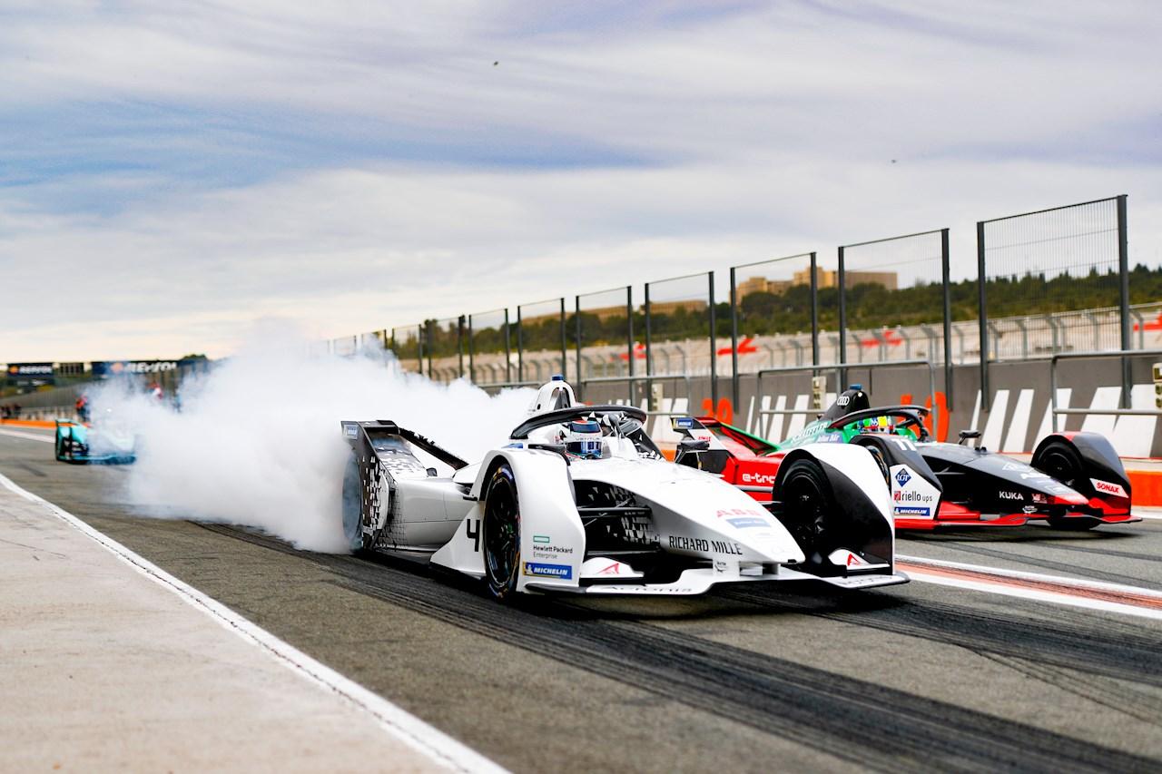 Az ABB a teljesen elektromos hajtású együléses versenyautók nemzetközi ABB FIA Formula-E Championship vesenysorozatának névadó partnere.
