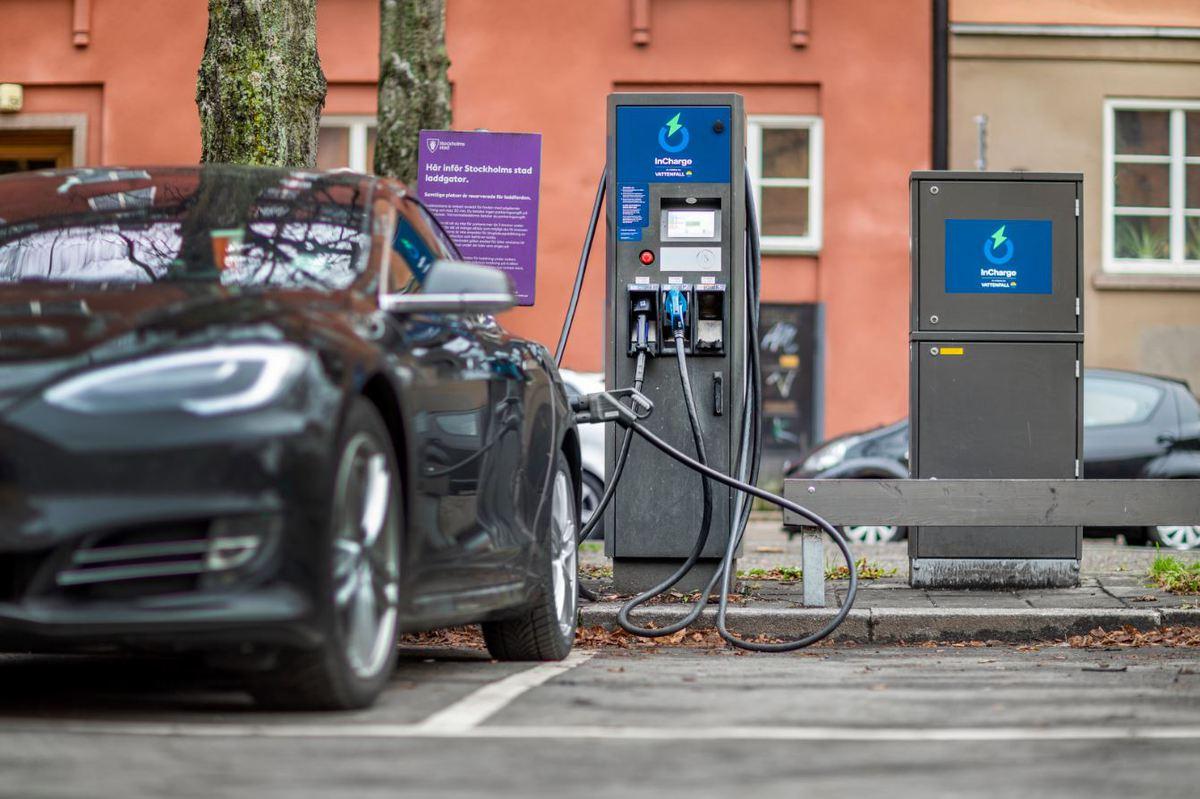 Nu används ABB:s teknik av Vattenfall för att ladda elfordon på nästan 40 offentliga platser i hela Sverige. Foto: Magnus Glans.