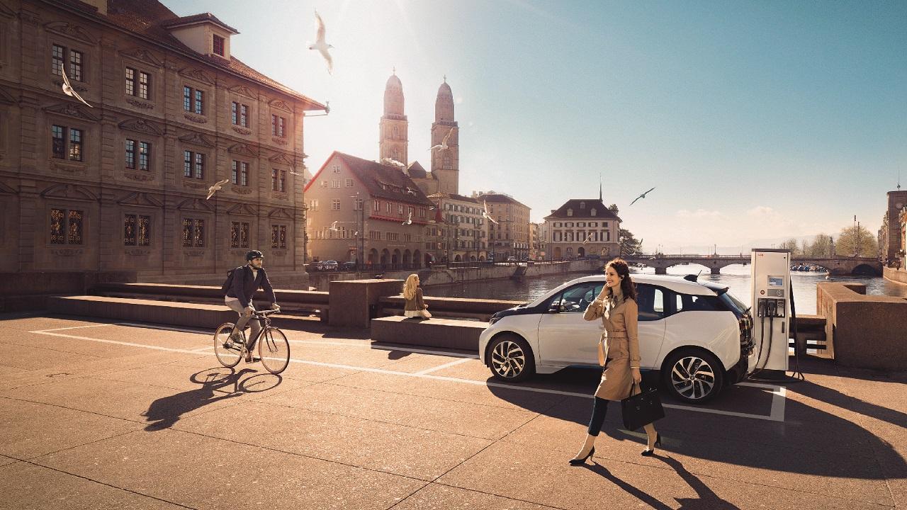 01. Una estación de carga de alta velocidad. Las tecnologías clave que promoverán la transición hacia la e-movilidad serán las que permitan suministrar energía suficiente para cargar los millones de nuevos vehículos eléctricos (VE) que pronto tomarán las carreteras.