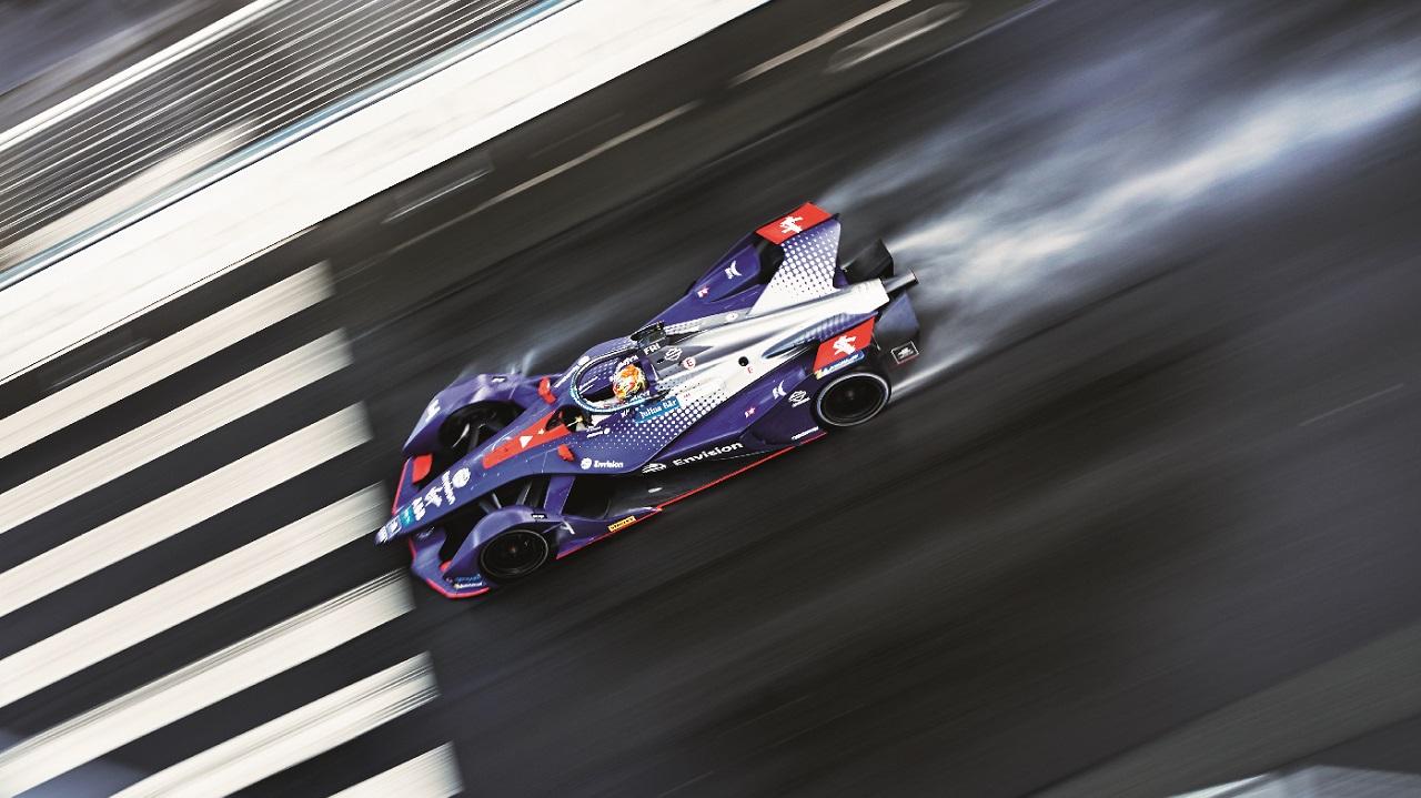 06La plus grande capacité de la batterie de deuxième génération évite le changement de voiture à mi-course.