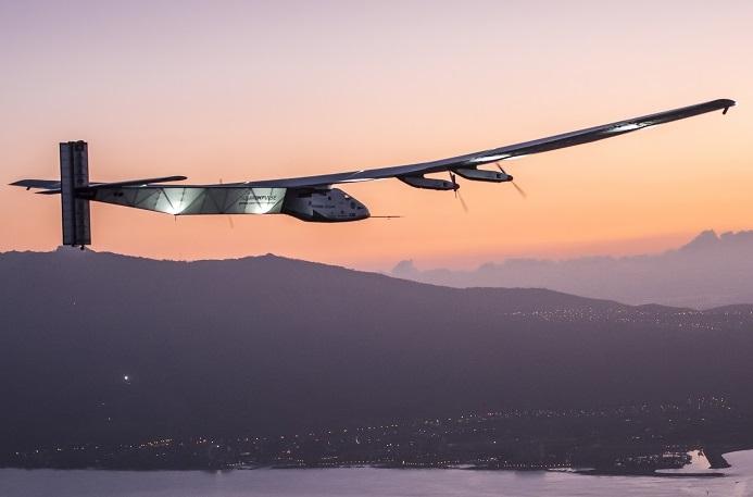"""不消耗一滴燃油,""""阳光动力2号""""已从阿布扎比飞至夏威夷。在飞行途中的每一个停靠城市,ABB及其工程师始终与""""阳光动力2号""""形影相随,提供全力支持。Copyright:Solar Impulse Revillard Rezo.ch"""