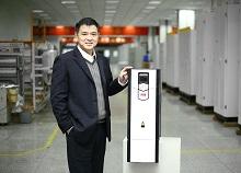 港迪电气有限公司技术总监李翔先生与第1000万台ABB变频器