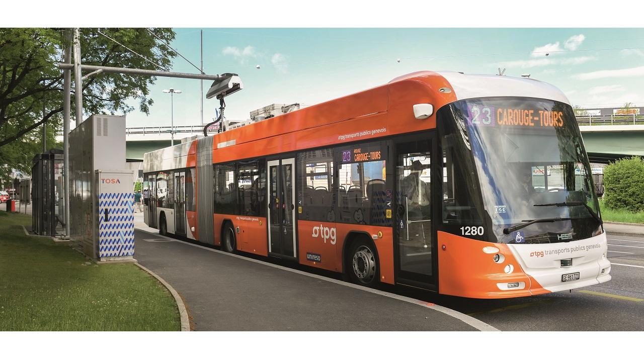 01. En 2016, TPG y el fabricante de autobuses suizo GESS adjudicaron a ABB un contrato para suministrar carga ultrarrápida y tecnología de a bordo de vehículos eléctricos a 12 autobuses TOSA. Los autobuses eléctricos TOSA pueden implantarse con la misma flexibilidad que los autobuses diésel.