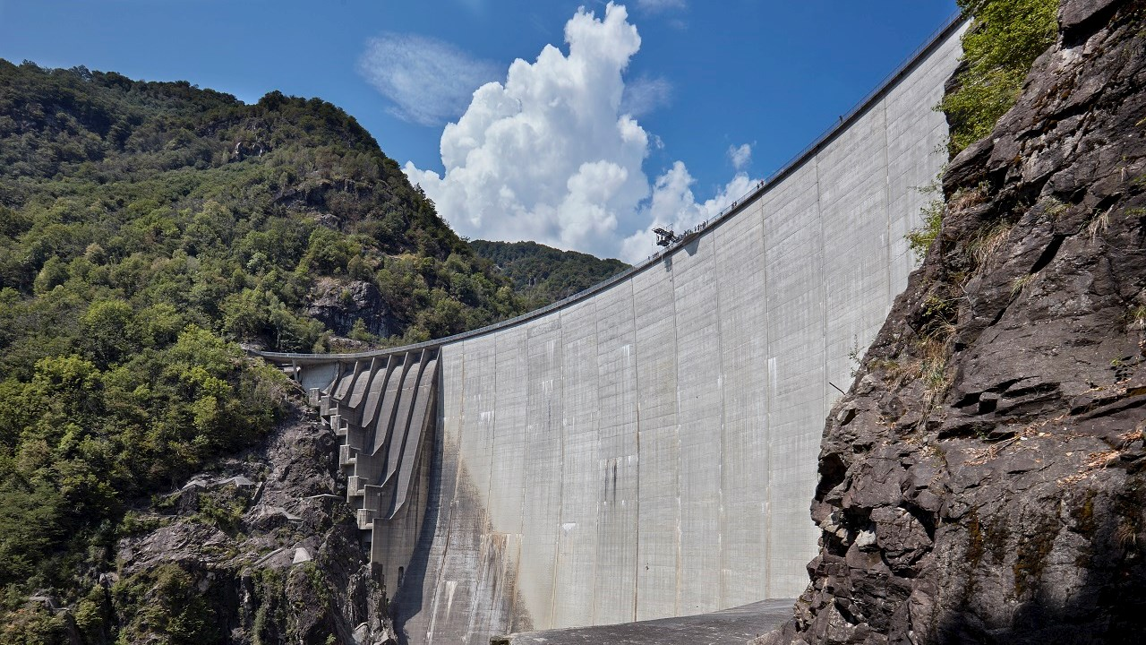 ABB provides power protection for Swiss dam made famous by James Bond leap