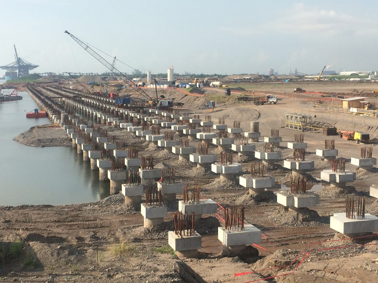 The construction work for the APMT's terminal in the port of Lázaro Cárdenas is currently underway
