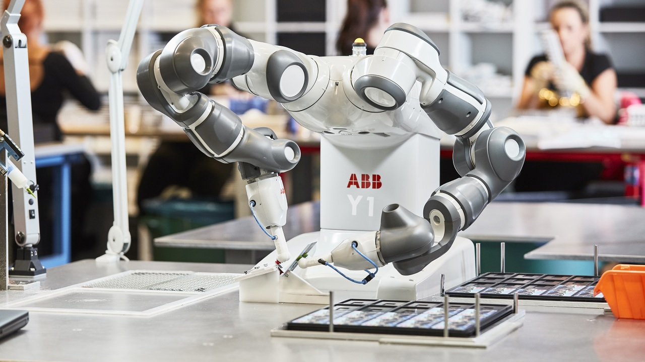 02 MTEK adds value to ABB's YuMi dual-arm collaborative robot.