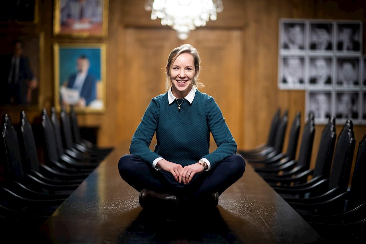 Karin Hermansson trivs med jobbet som Account Manager på ABB. Foto: Jonas Bilberg.
