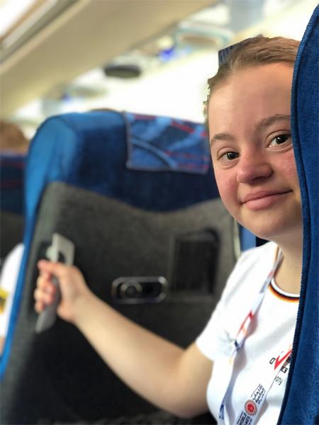 Judoka Lara Holzmüller hat auf dem Flug nach Abu Dhabi ihr Ziel schon fest vor Augen: die nächste Goldmedaille.