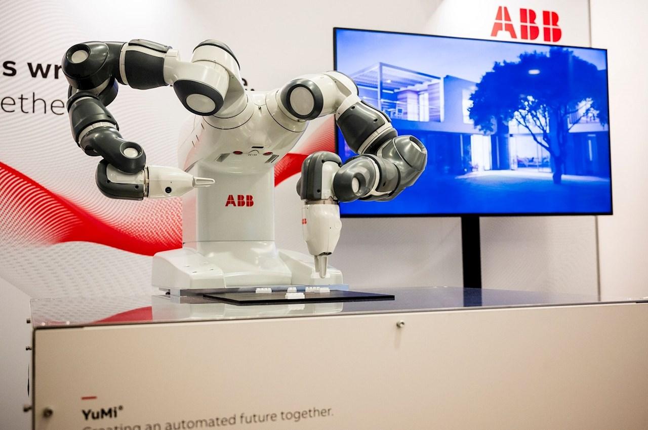 YuMi®, da ABB, o primeiro robô de dois braços verdadeiramente colaborativo. Imagem: © Nobel Media