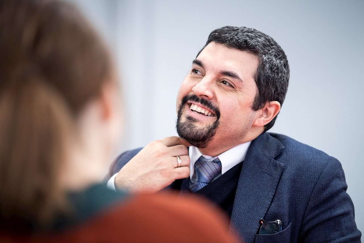 Julio Bascur: trebarnsfar i Stockholm, civilingenjör i Västerås och MBA-student i London.