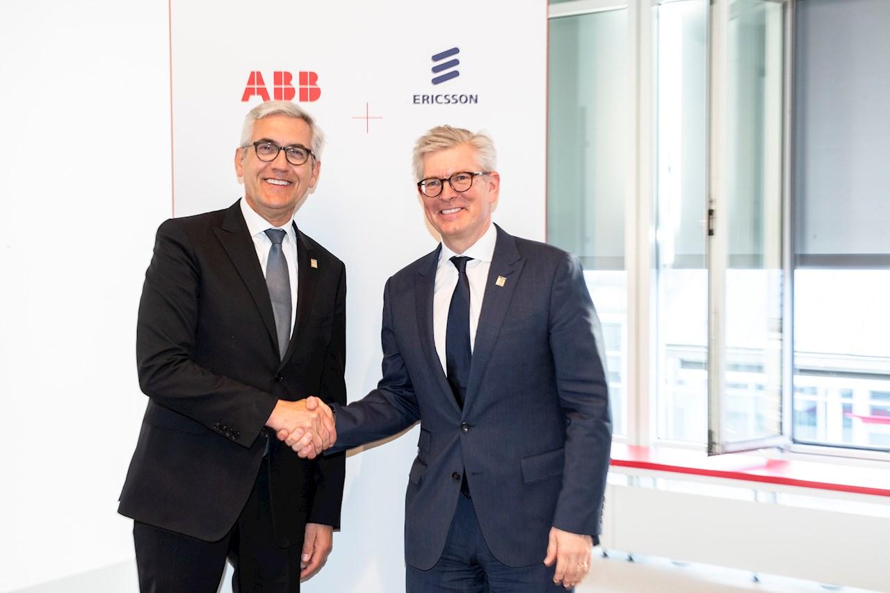 ABBs konsernsjef Ulrich Spiesshofer (t.v.) og Ericssons konsernsjef Börje Ekholm signerte en avtale om raskere utrulling av trådløs teknologi for fleksible fabrikker under Hannover Messe 2019