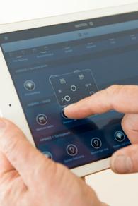 Kotiautomaation ohjaukset saadaan myös tehtyä mobiililaitteilla