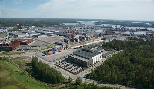 Suomen ABB:n Marine and Ports -liiketoimintayksikkö vastaa maailmanlaajuisesti meriteollisuuden ratkaisujen kehittämisestä ABB:llä. Suomessa tuotantoa on Helsingin Vuosaaressa ja Haminassa. Kuvassa Vuosaaren tehdas.