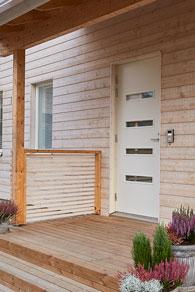 Myös ovipuhelin on liitetty kodinohjausjärjestelmään, ja sitä voi ohjata mobiililaitteilta.