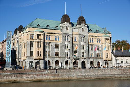 Jugendlinna on saneerattu täysin sisältä. Talon asunnot on suunniteltu vastaamaan moderneja vaatimuksia.