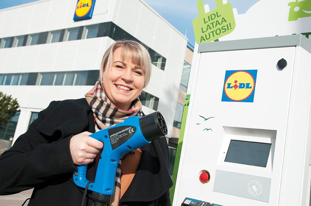 Lidlin kiinteistö- ja kehitysjohtaja Virpi Kaikkosen mukaan kaupan asiakkailleen tarjoamat palvelut lisääntyvät tulevaisuudessa.