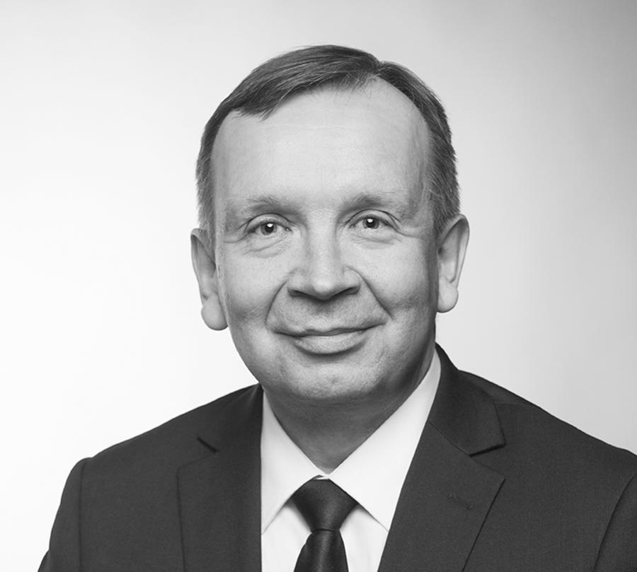 ABB-yhtymän Drives -liiketoimintalinjan teknologiajohtaja Matti Kauhaselle on myönnetty Aalto-yliopiston tekniikan kunniatohtorin arvonimi.