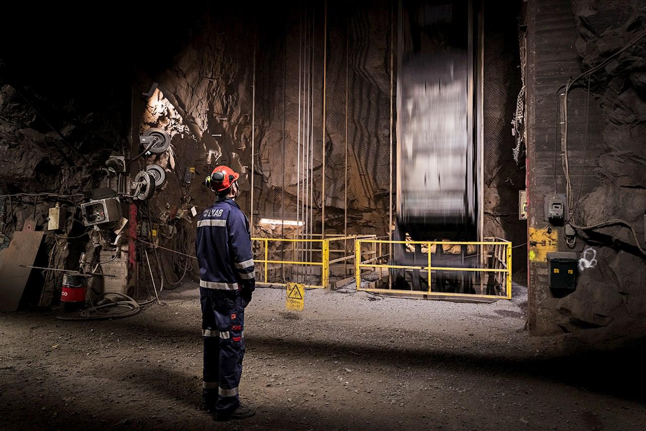 Pär Sundqvist inspekterar en skip på 264-metersnivån.